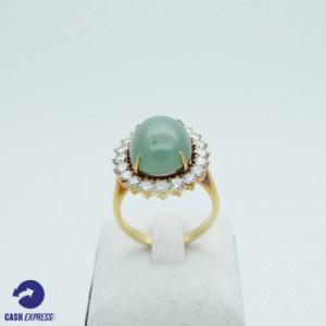 แหวนทองคำประดับพลอยเขียวและเพชร